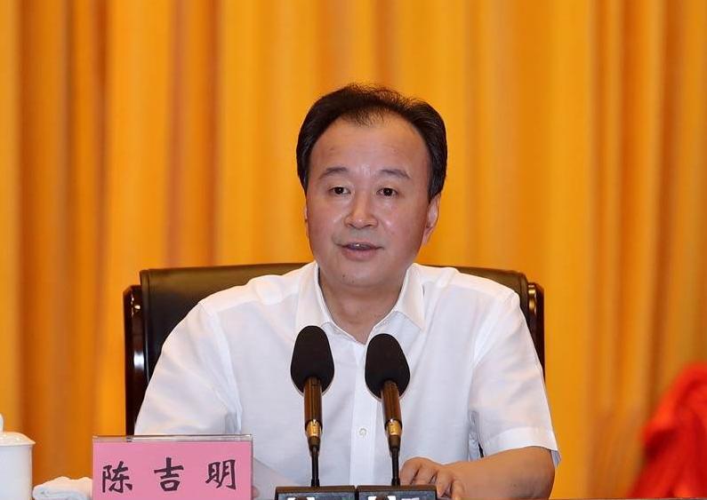 资阳市委原书记陈吉明如何被围猎:从吃吃喝喝、打牌娱乐开始