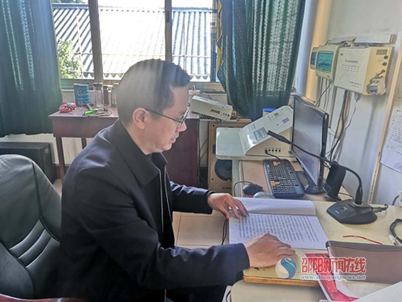 武冈市第二中学召开养成教育广播会议