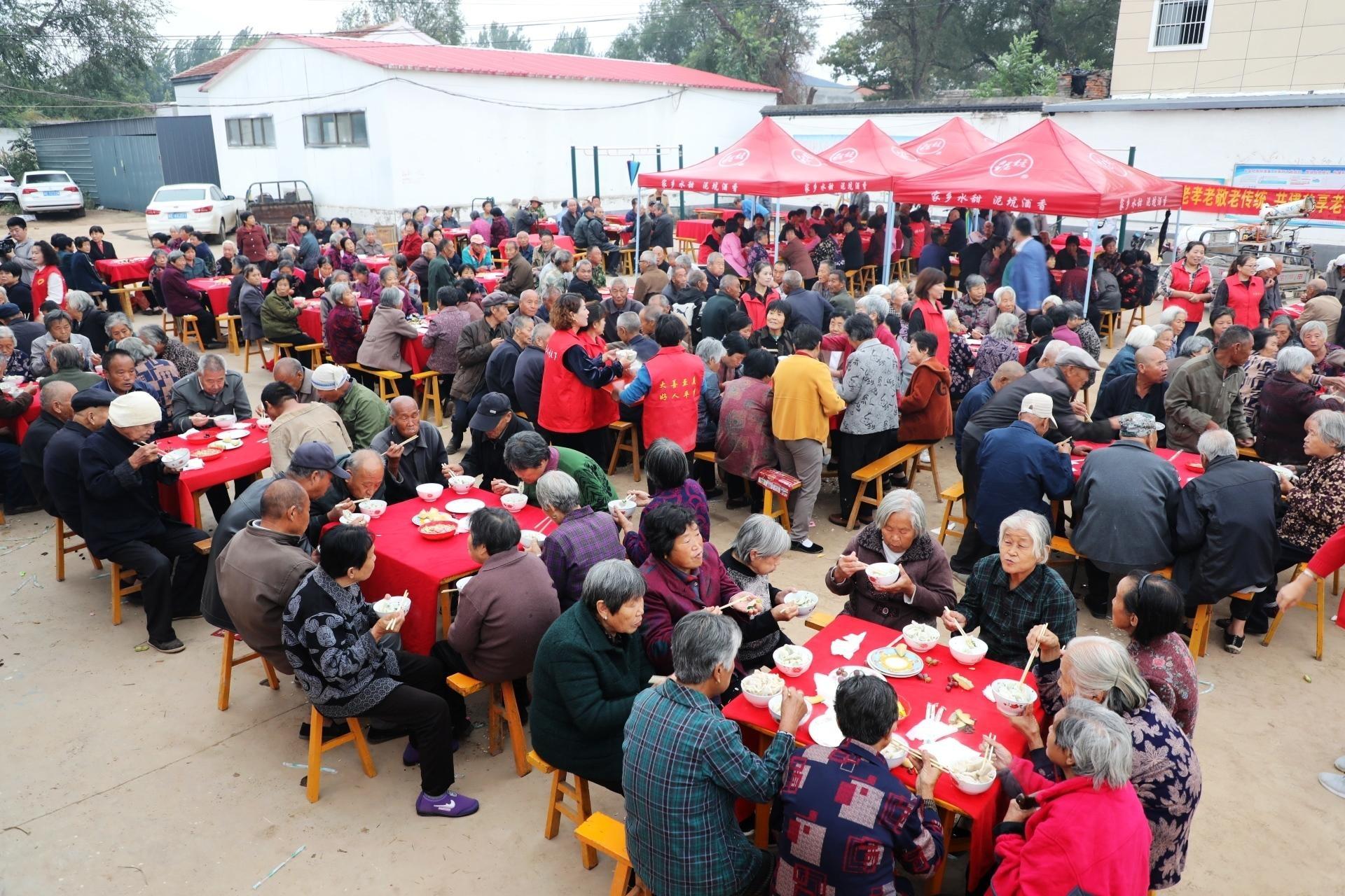 萍乡千人饺子宴是孝敬老人的好传统