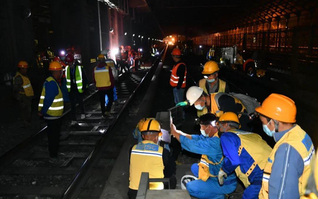 今天凌晨目击!北京地铁1号线和八通线真的往一起连了图片