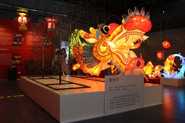 """解锁节庆新""""姿势"""",到省文化馆赏花灯感受非遗魅力"""