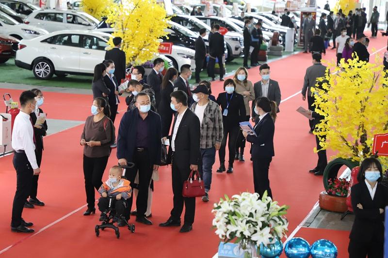 家国同庆!第三届中国(宁夏)国际车展首日迎万人参展