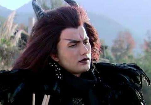 还记得《仙剑3》中的魔尊重楼吗?卸妆留胡子梳大背头,男神一枚