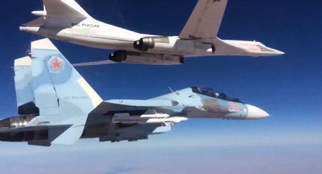 普京发扬硬汉风格,空军对叙反政府武装狂轰滥炸,表明强硬态度