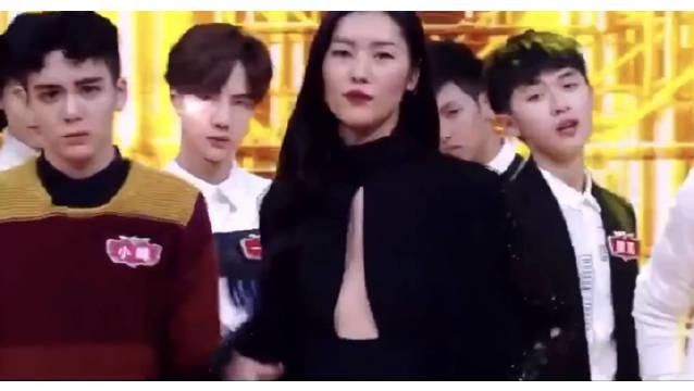 刘雯和王一博居然同框了 简直就是豪门姐弟既视感啊!