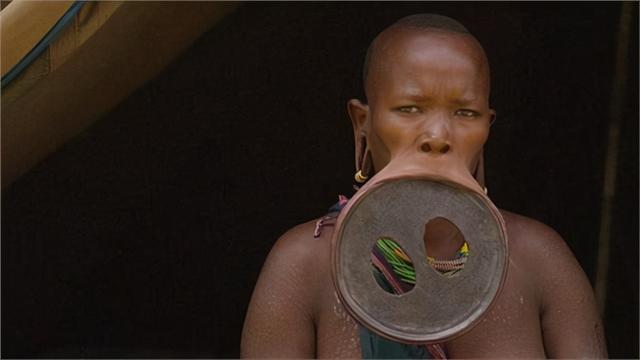 盘点最迷惑的部落审美:脖子套铜环、嘴唇塞盘子,这谁接受得了