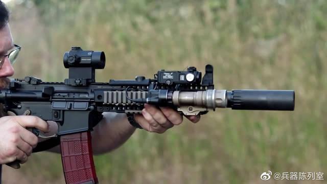 由M4A1演变而来的近战步枪:MK18 配备枪灯与瞄准镜射击测试!
