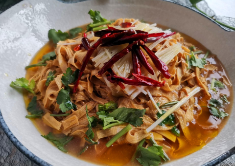 干豆腐(豆皮)新做法,比炒的香,比凉拌的劲道,不放肉更好吃