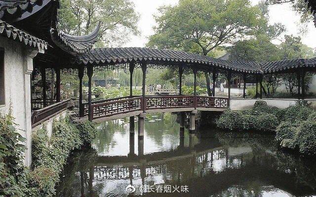 苏州园林的历史可上溯至公元前6世纪春秋时吴王的园囿……