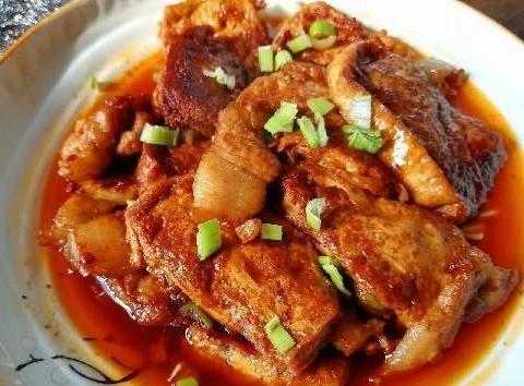 做红烧豆腐时,先用油煎还是直接炖?很多人都做错,难怪不入味!