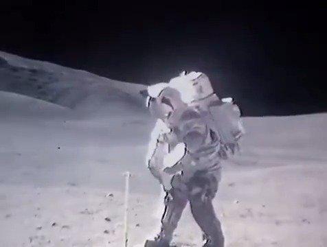 宇航员在月球表面行走的影像,加了倍速之后是这样的 哈哈哈哈