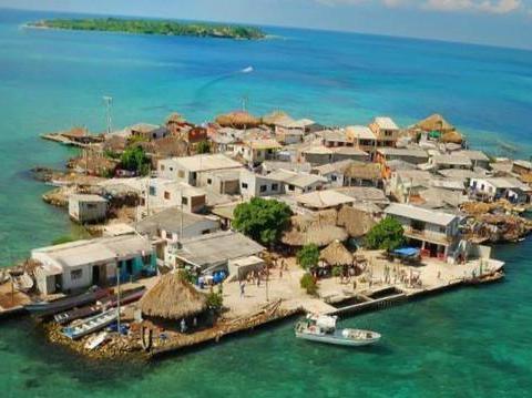 巴掌大的岛上竟然居住了1200人,堪称世界最拥挤的小岛