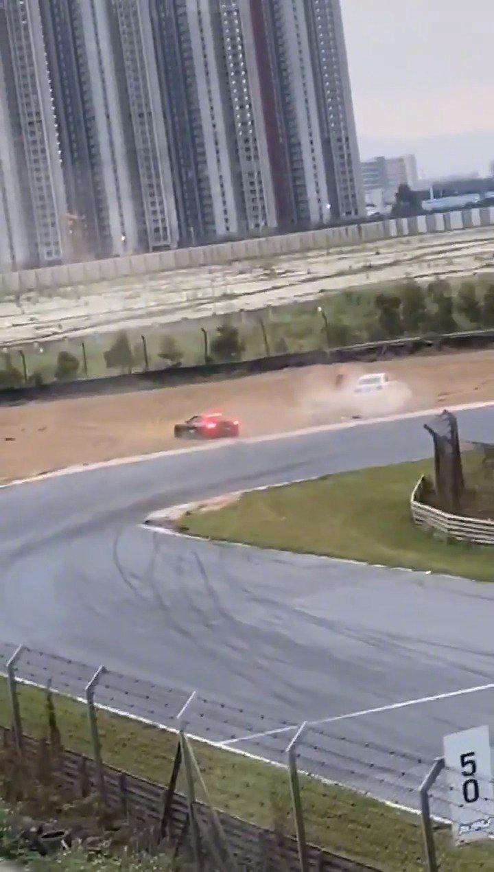 赛道漏油导致200多万的保时捷911 GT3 RS直接报废