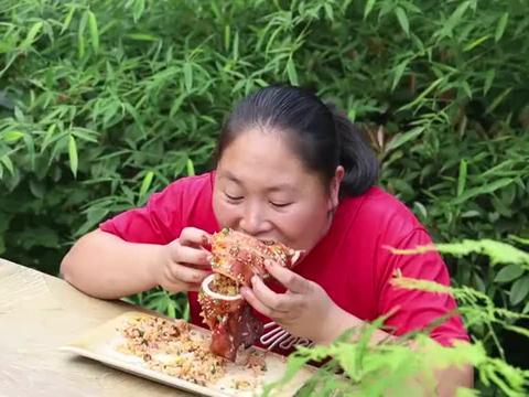 胖妹做的鱿鱼包饭真是太馋人了,越吃越香让人流口水啊