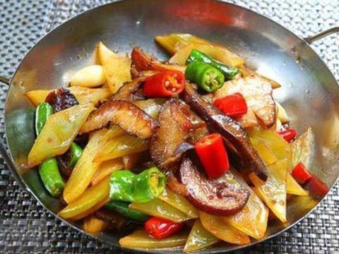 家常美食:豉香干豆腐,干锅莴苣腊肉,鲜虾五彩萝卜汤