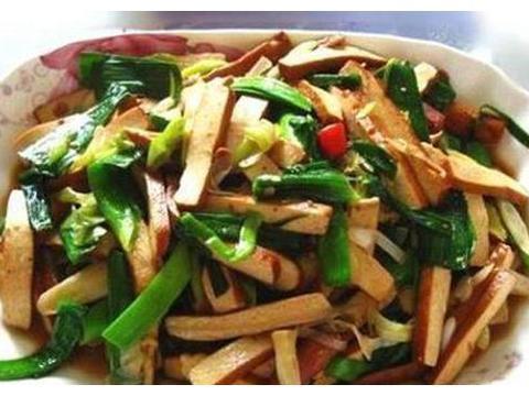 美食推荐:干煸花菜、剁椒小滑鸡、蓝莓山药泥、青蒜炒豆干的做法