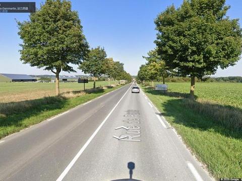 真实的法国农村,麦田正在收割,看看村子里农民的住房和生活