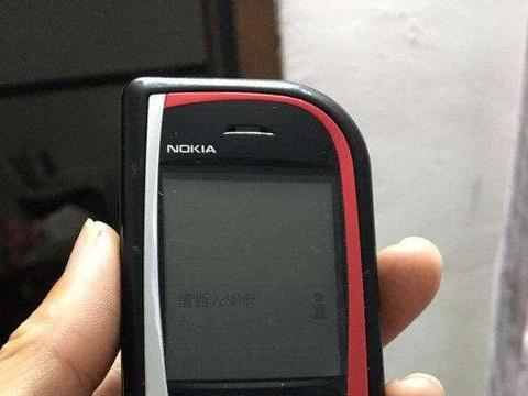 """这部十六年前的诺基亚S60手机,""""不对称""""设计太前卫了"""