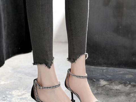 性感迷人的修身高跟鞋,别致的一字凉鞋,演绎现代时尚
