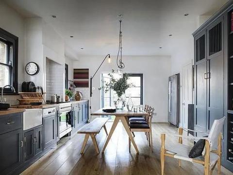 伦敦室内设计大师的多彩屋:英式经典与现代风格的完美结合