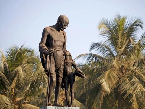 """当全世界都在反法西斯时,""""圣雄""""甘地建议中国放弃抗日,凭什么"""