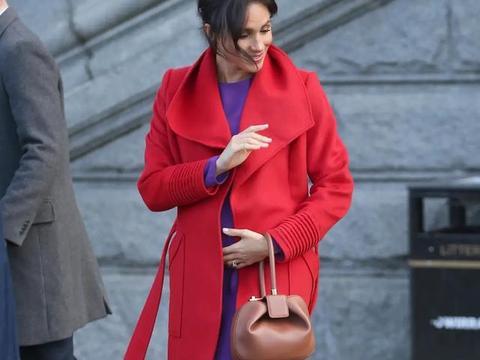 """凯特穿衣""""打翻身仗""""!红色超长款大衣太惊艳,高贵感梅根哪能比"""