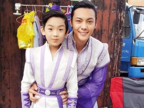他被称为最忙的童星,出道8年拍60多部戏,年仅16岁身高一米八