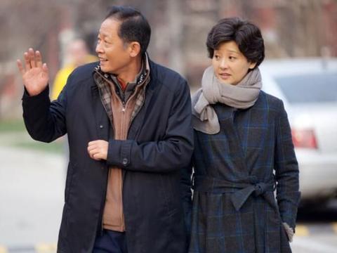 徐帆嫁给冯小刚像是一场博弈,永远与对方势均力敌,至今相依相息