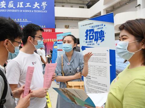 中国经济复苏势头强劲,但年轻人的失业率仍高达两成