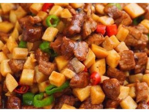 美食推荐:青椒炒里脊、洋葱牛肉丝、石烹鱼、牛肉杏鲍菇的做法