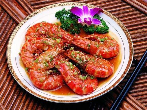 家常美食:油焖大虾,咸蛋黄鳕鱼,秋葵番茄炒鸡丁