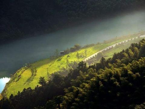 """安徽一条小众自驾路线,如同被藏起的秘境,被誉""""江南天路"""""""