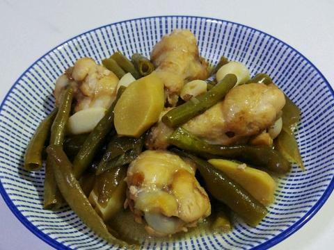 鸡肉不一样的做法:蒜油泡菜酒焖鸡,不一样的味道,养生效果好
