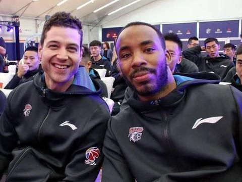上海男篮赛季首胜!弗雷戴特回勇!山西男篮原帅再次失准仅3分