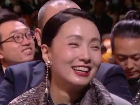 金鹰节陶虹没获奖!但镜头捕捉到她在台下的笑容,感染到每一个人