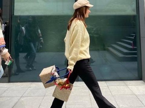 37岁吴昕逛街被拍,看到路人镜头下的生图,确定不是18岁吗