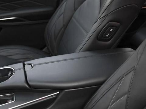 年轻人更爱它,车内安静舒适有档次,全系符合国六排放标准