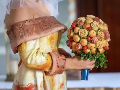 奇葩审美:用披萨做婚纱,花束,蛋糕的婚礼套餐你能接受吗