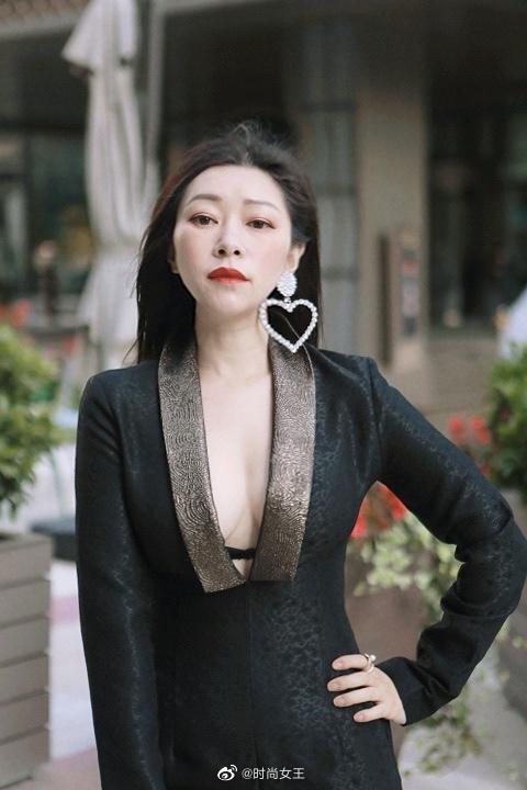 感谢纽约奢侈品品牌VivienneHu 邀请参加线上纽约时装周Runway
