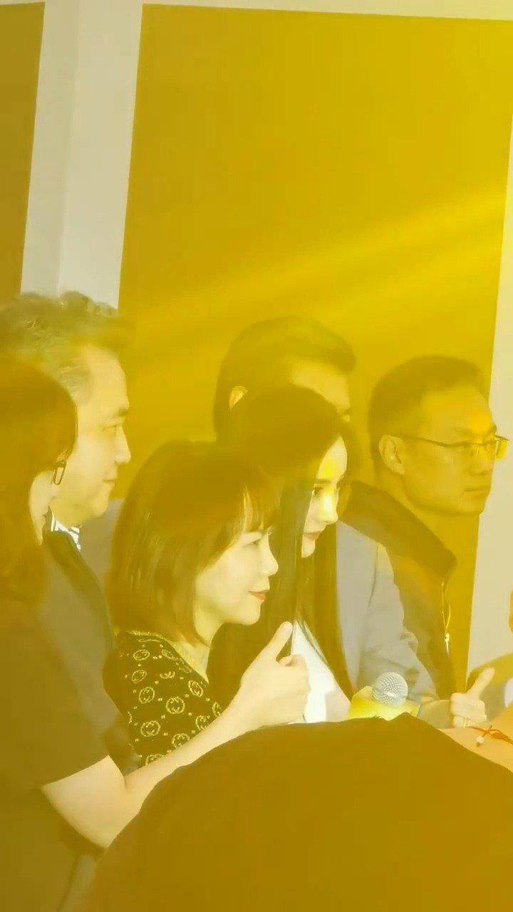 杨幂在上海参加品牌活动路透视频曝光……