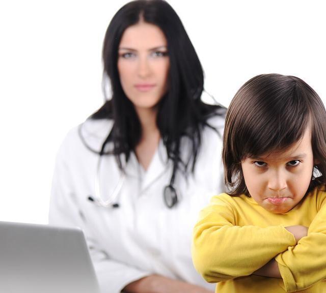 妈妈陪写作业被难哭了,学会4大绝招,让孩子自主高效完成作业