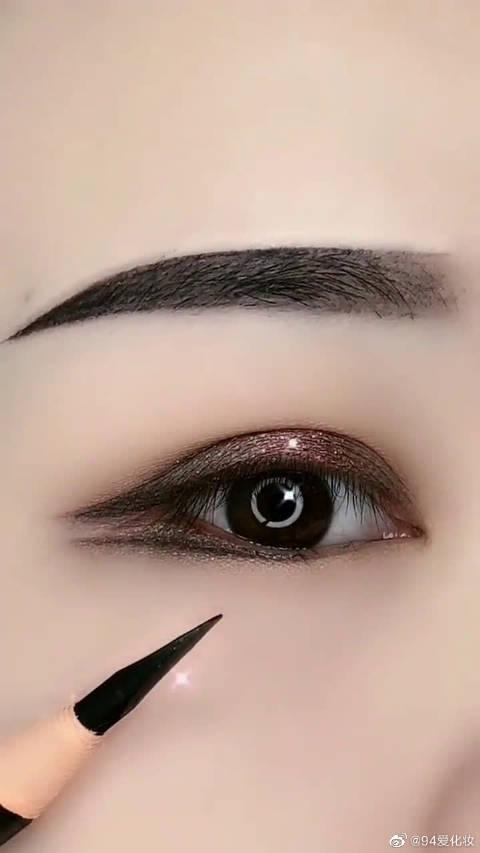 闺蜜为了追回前男友,连大地色的眼影都敢这样画,不过效果很漂亮