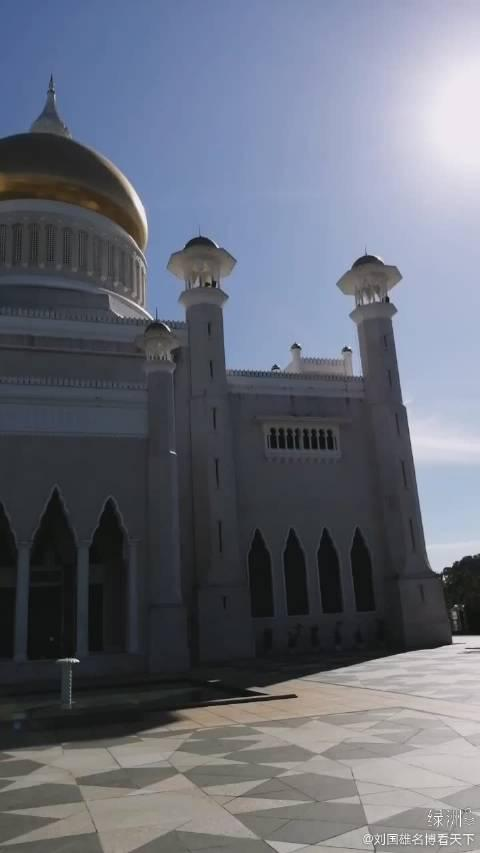 文莱第28代国王建的清真寺,庄严宏伟的标志性建筑