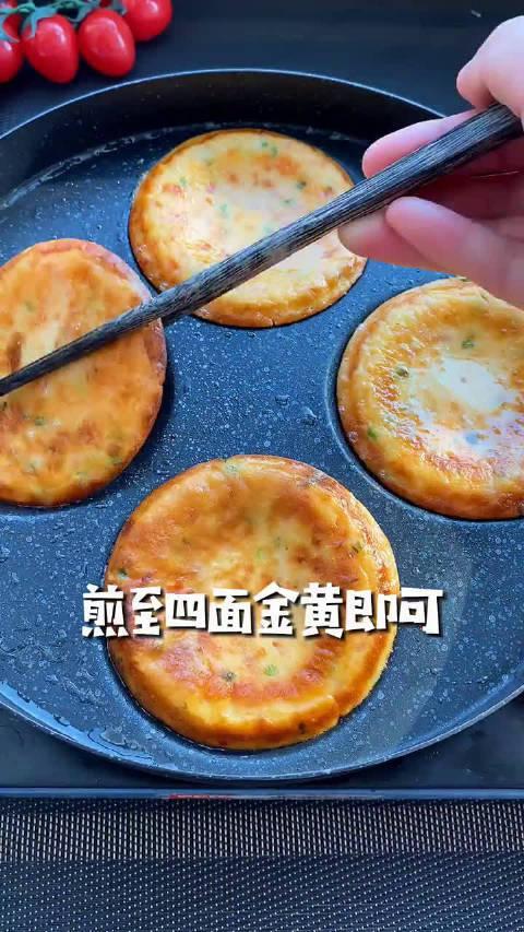 不用揉面做西红柿早餐饼,不仅简单还营养