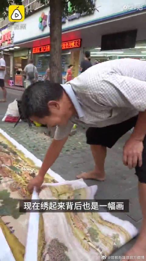 65岁修鞋大爷4年绣出清明上河图:绣花也是种修养