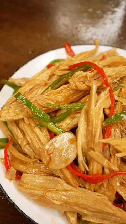 经典素菜:红烧腐竹教程……