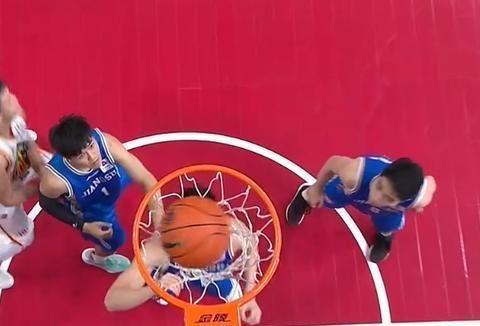 吉林男篮大比分领先江苏,姜伟泽半场砍19分,姜宇星表现惊艳