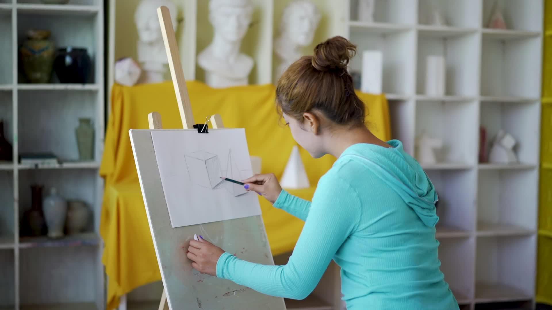 《我在南疆丨流动人口专干的艺术情怀》米克热木热爱画画……
