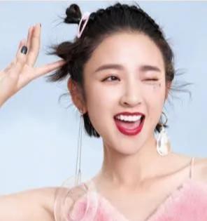 唐艺昕简单又小清新的超美刘海编发,真的太美了