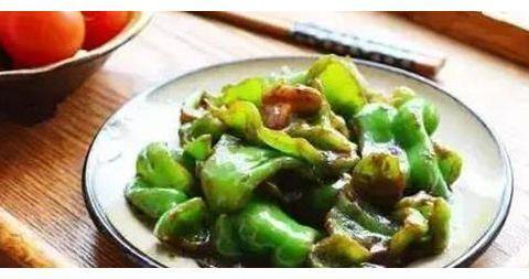 美食推荐:剁椒烧茄子、生爆盐煎肉、红烧翅根、豆豉青椒的做法